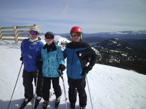 Check out them smiling Family ski week faces.